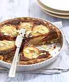 Angeschnittener Lebkuchen-Birnen-Pie