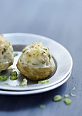 Artichoke bases stuffed with poultry and Banon cheese