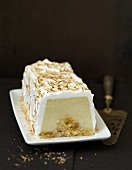 Almond-meringue ice cream log cake