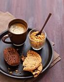 Kaffee mit Cookies für Naschkatzen