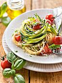 Spaghetti mit Zucchini, Kirschtomaten und Parmesan