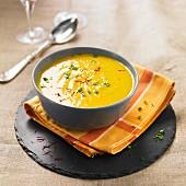 Saffron-flavored creamed poivrade artichoke soup