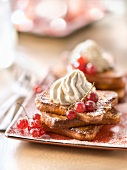 French toast-style biscottes topped with maple syrup mousse