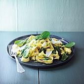 Pasta mit Pesto und Babyspinat