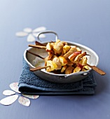 Small white sausage and apple brochettes