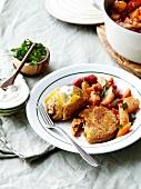 Kartoffelragout mit gehäuteten Tomaten, Ofenkartoffel mit Sauerrahm und knusprige Kartoffelfrikadelle