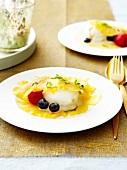 Ananas-Carpaccio Surprise mit Limettensorbet und Waldfrüchten