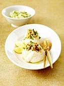 Seeteufelröllchen nach Art eines Crumble, Kartoffelpüree mit Kräutern