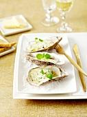 Austern mit Petersiliencreme