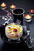 Lachs-Apfel-Salat mit Himbeeren zu einem festlichen Anlass