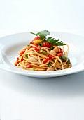 Spaghetti mit Paprika, weissen Bohnen, Sellerie und Petersilie