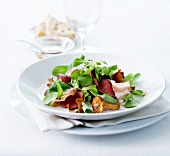 Roast beef and chanterelle salad