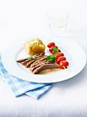Kalbsfilet mit Kirschtomaten und Pellkartoffel