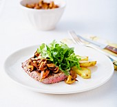 Veal escalope with mushrooms and stewed shallots