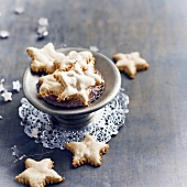 Almond-cinnamon star-shaped cookies