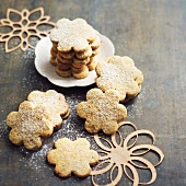 Hazelnut daisy-shaped cookies