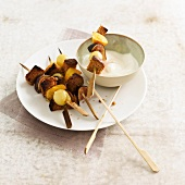Autumn fruit and gingerbread brochettes