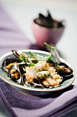 Mussels grilled with pink garlic and herbs