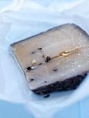 Tomme-Käse mit Pfefferkörnern