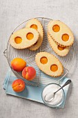 Apricot jam Lunette cookies