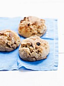 Small raisin bread buns