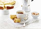Italienischer Kaffee und knuspriges Amaretto-Gebäck