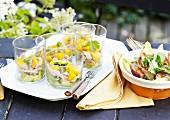 Salat mit geräucherter Hähnchenbrust, Mango und Limetten