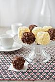 Chocolate truffle-style mini Merveilleux