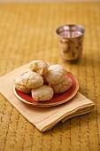 Ghriba (marokkanische Plätzchen) aus Weizengriess und Kokosnuss