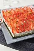 Pistazien-Dacquoise mit Zitronencreme und Erdbeeren