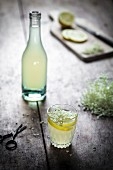Fizzy elderflower cordial