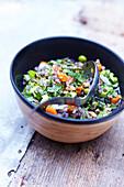 Feine Gemüsesuppe mit Kräutern