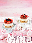 Small cheesecakes with cashew nuts, lemon and red fruits