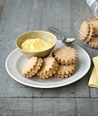 Lemon curd sandwich biscuits