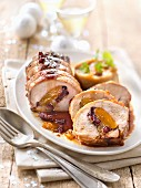 Filet Mignon vom Schwein, mit Trockenfrüchten gefüllt, Selleriepüree