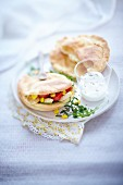 Pita bread with chicken served with fromage blanc and quark cream