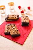 Honigkuchenplätzchen mit Mandeln und Schokolade