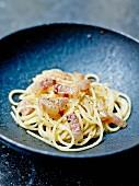 Spaghetti alla gricia (Spaghetti mit durchwachsenem Speck und Käse)
