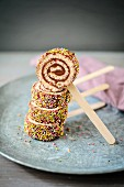 Cakepop-Lollies aus Biskuit