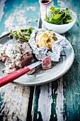 Steak mit Pilzrahmsauce und Pellkartoffeln