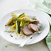 Filet Mignon vom Schwein, Reis, gegrillte Zucchini und Fenchel mit Balsamico