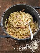 Spaghetti alla carbonara in a pot