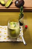 Avocado-Gurken-Cocktail mit grünem Tabasco und Dill