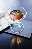 Bijou (Cocktail mit Gin, Vermouth und Chartreuse)