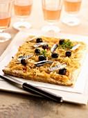 Pissaladière (Zwiebelkuchen mit Sardellen und schwarzen Oliven, Nizza)