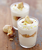 Lemon mousse with amarettis