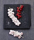 Crystallized redcurrants