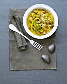 Spaghettis with saffron clams