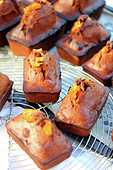 Candied orange and star anise cakes