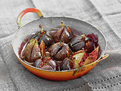 Oven-baked figs with thyme